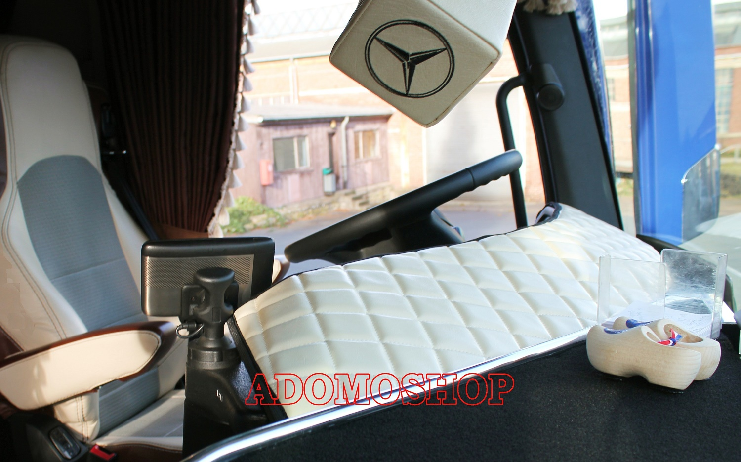 adomo lkw shop cockpit armaturenabdeckung f r actros mp4. Black Bedroom Furniture Sets. Home Design Ideas