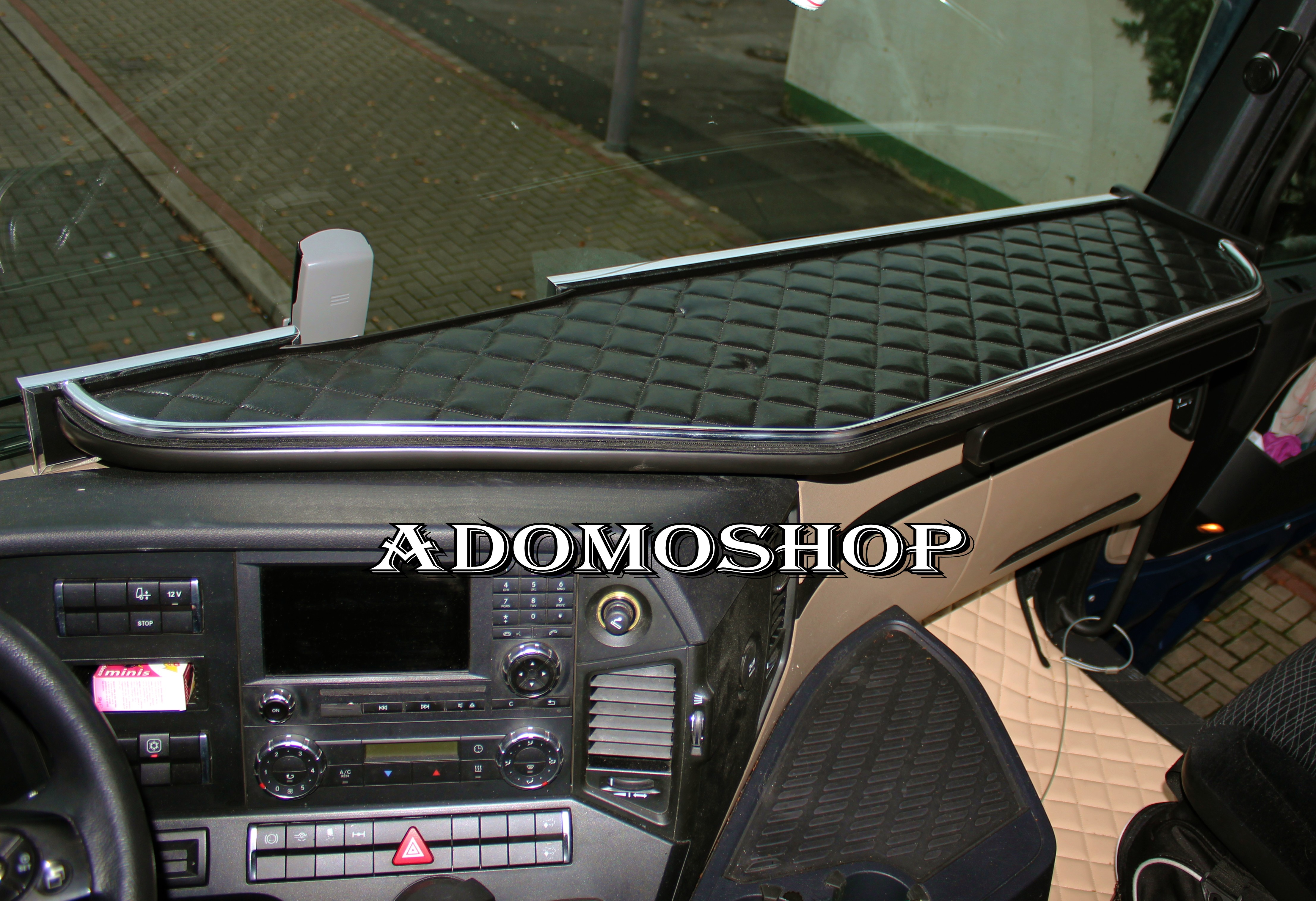 adomo lkw shop ablagetisch f r actros mp4 schublade. Black Bedroom Furniture Sets. Home Design Ideas